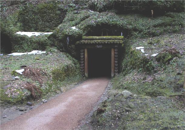 石見銀山観光ワンコインガイド「龍源寺間歩コース」